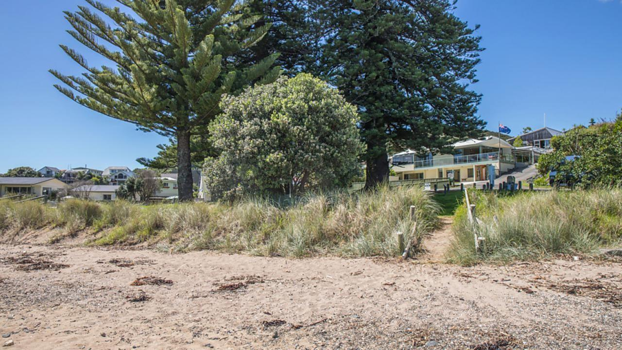 22 Tapeka Heights Lane, Russell