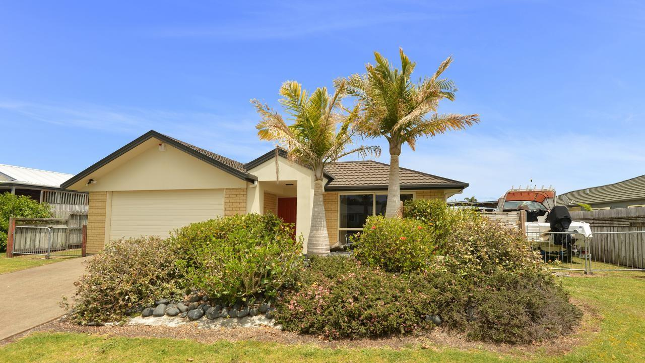 27 Bermuda Place, One Tree Point
