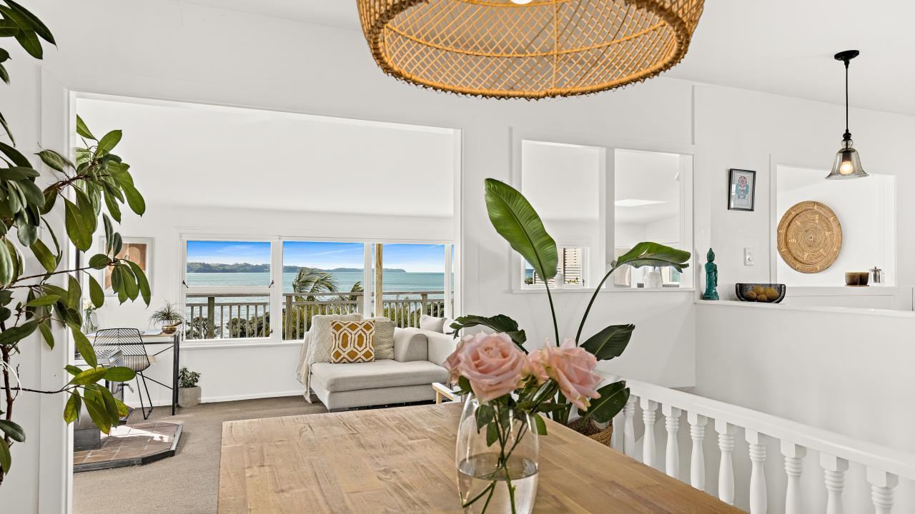 6A Piccadilly Circus, Snells Beach