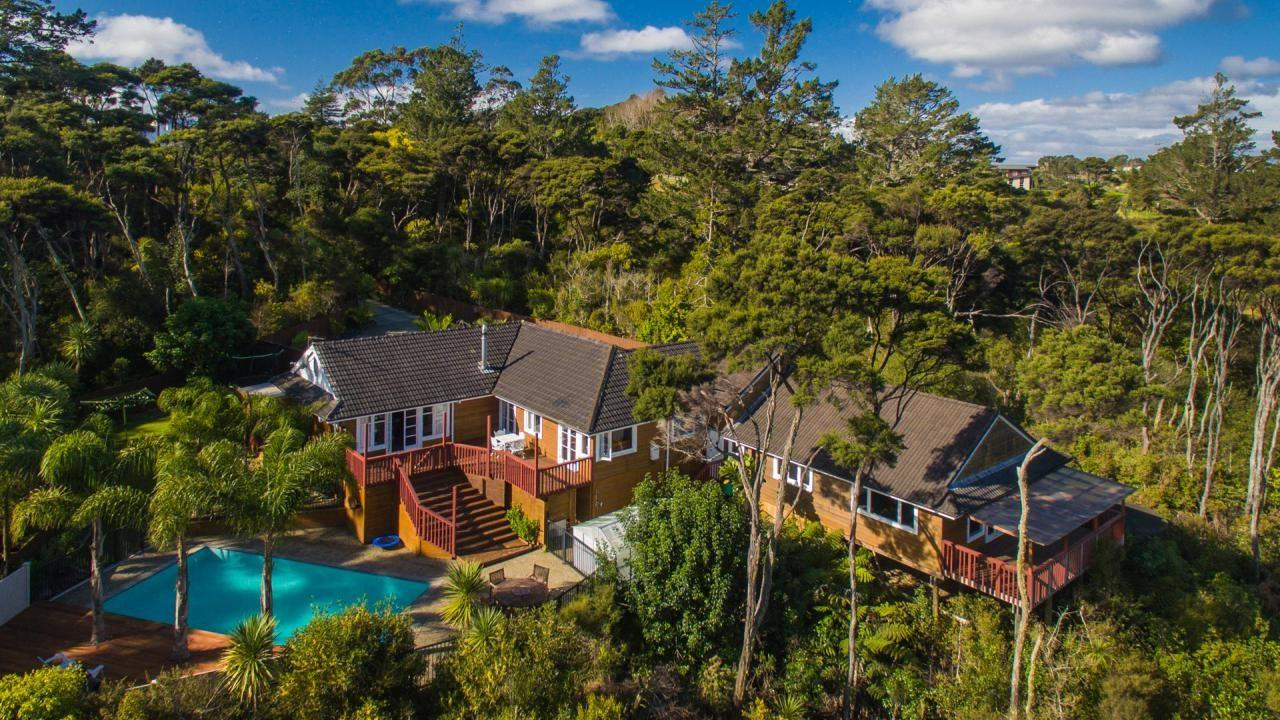 211 Whangaparaoa Road, Red Beach