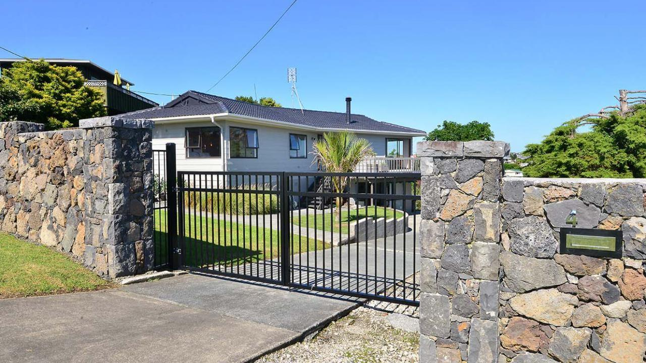 4 River Road, Red Beach