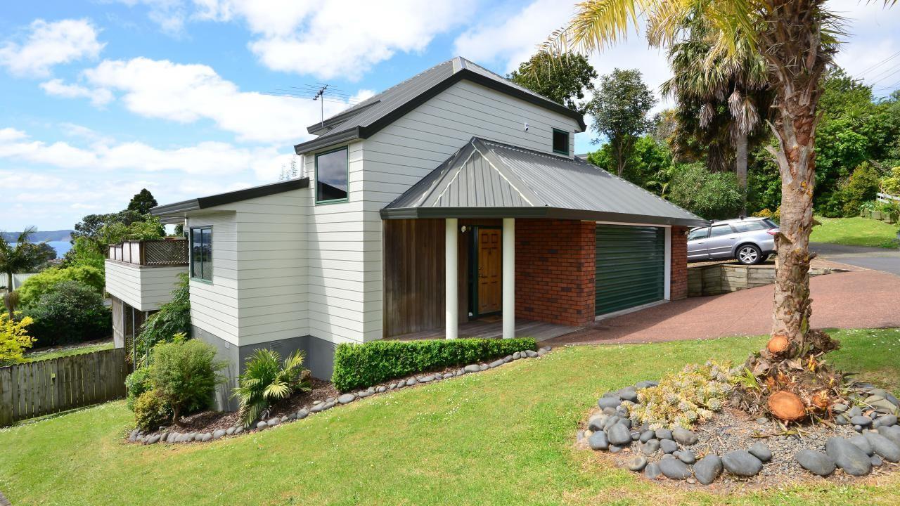 216 Whangaparaoa Road, Red Beach
