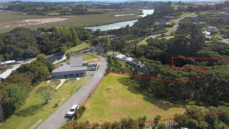 299 Whangaparaoa Road, Red Beach