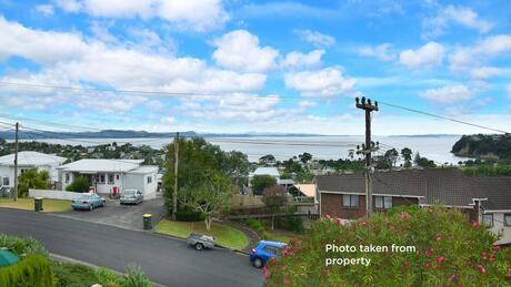 35 Totara Road, Stanmore Bay