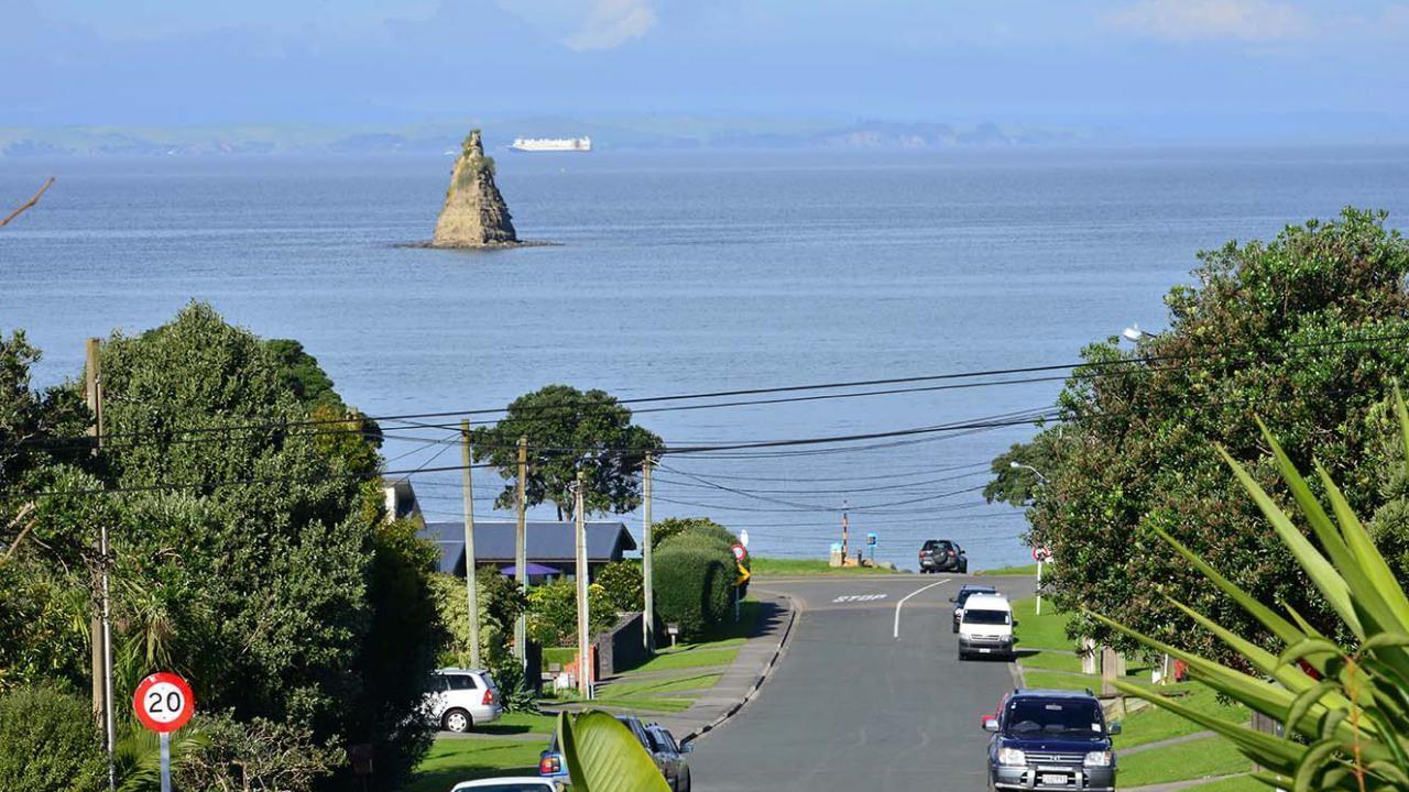 1068 Whangaparaoa Road, Matakatia