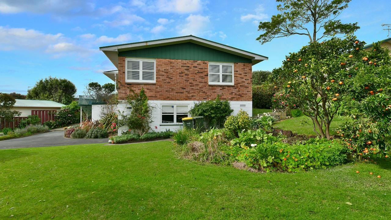 14 Rishworth Ave, Stanmore Bay