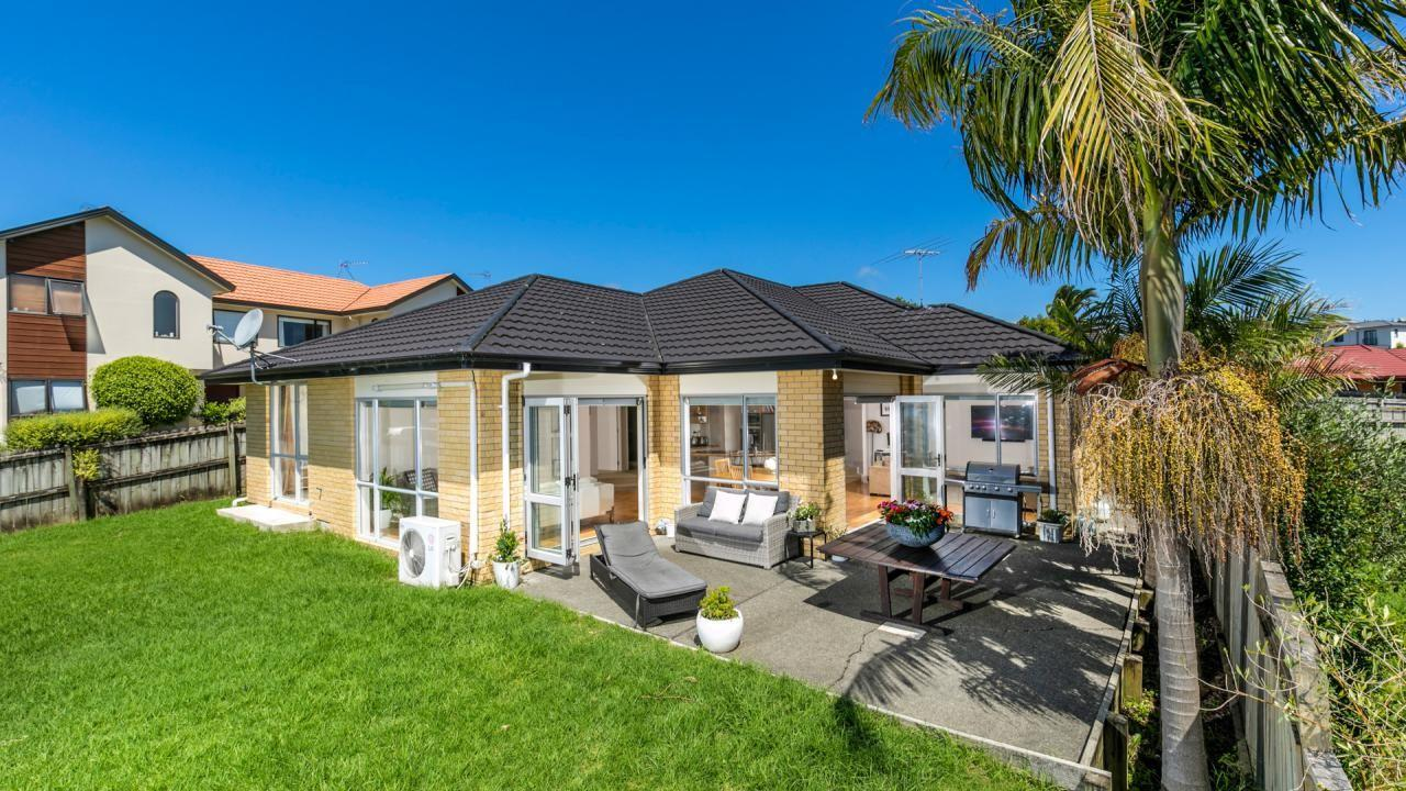 8 Louvain Place, Greenhithe