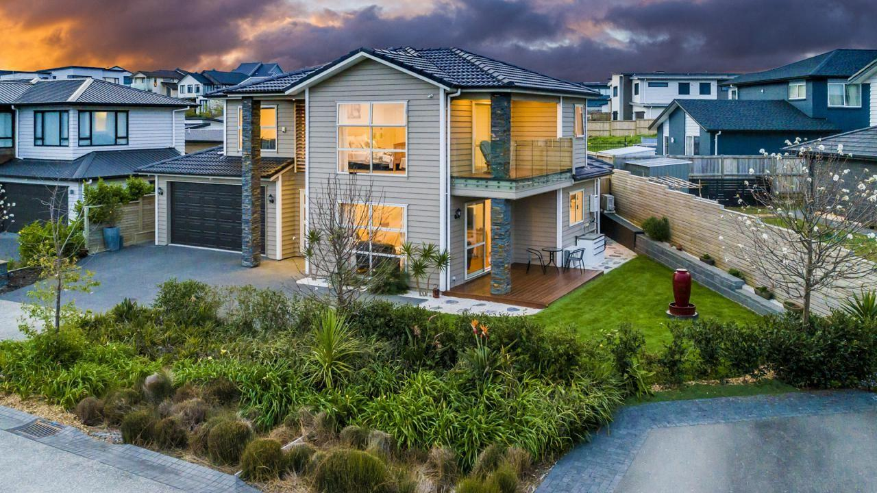 4 Eastreef Court, Long Bay