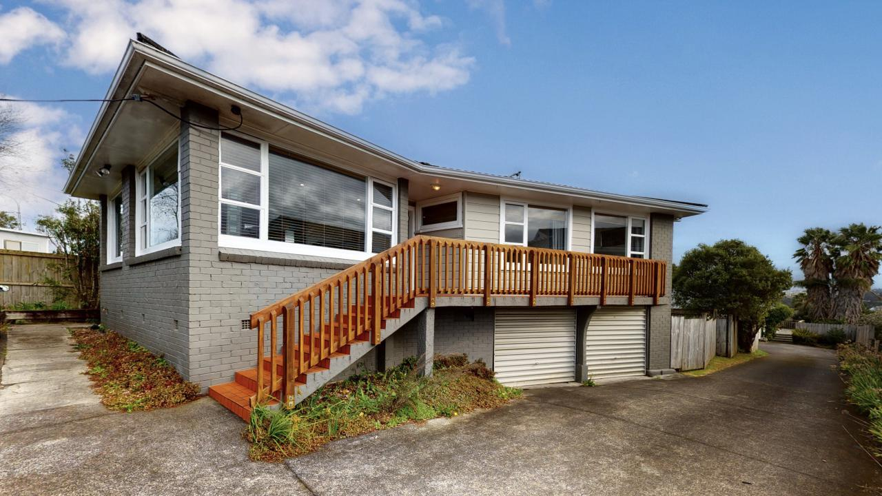 818 East Coast Road, Browns Bay