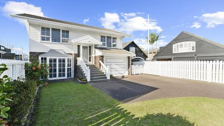 33a Gulf View Road, Murrays Bay