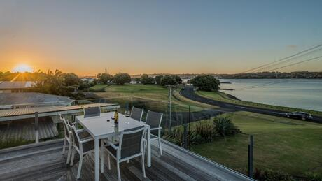 16 Kiwi Esplanade, Mangere Bridge