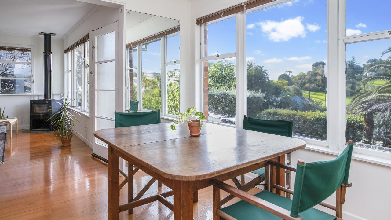2/16 Glover Rd, St Heliers