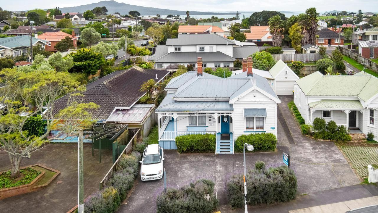 82 Lake Road, Devonport