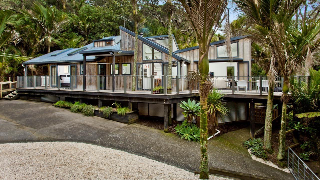 100 Motutara Road, Muriwai Beach