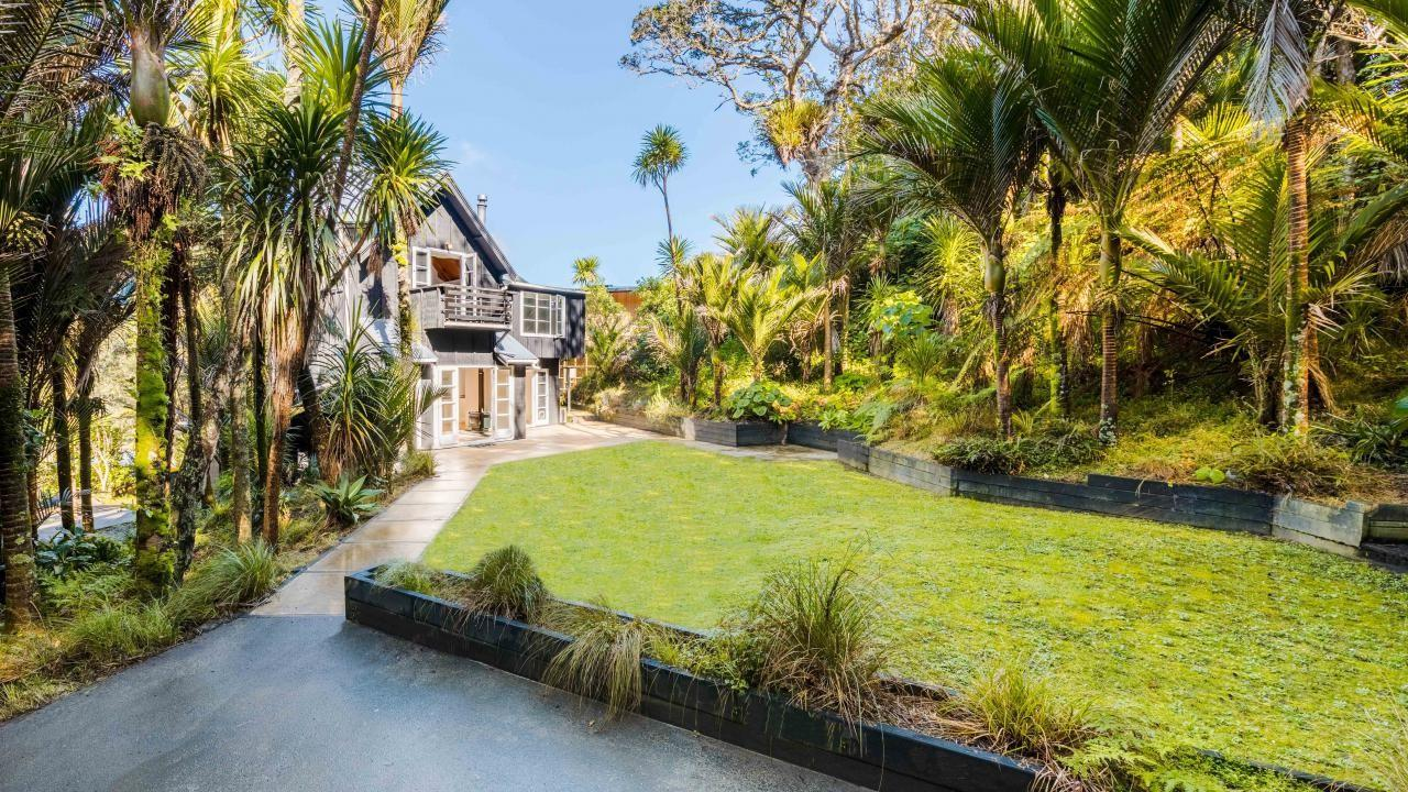165 Motutara Road, Muriwai Beach