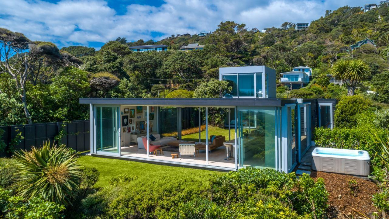 70 Domain Crescent, Muriwai Beach