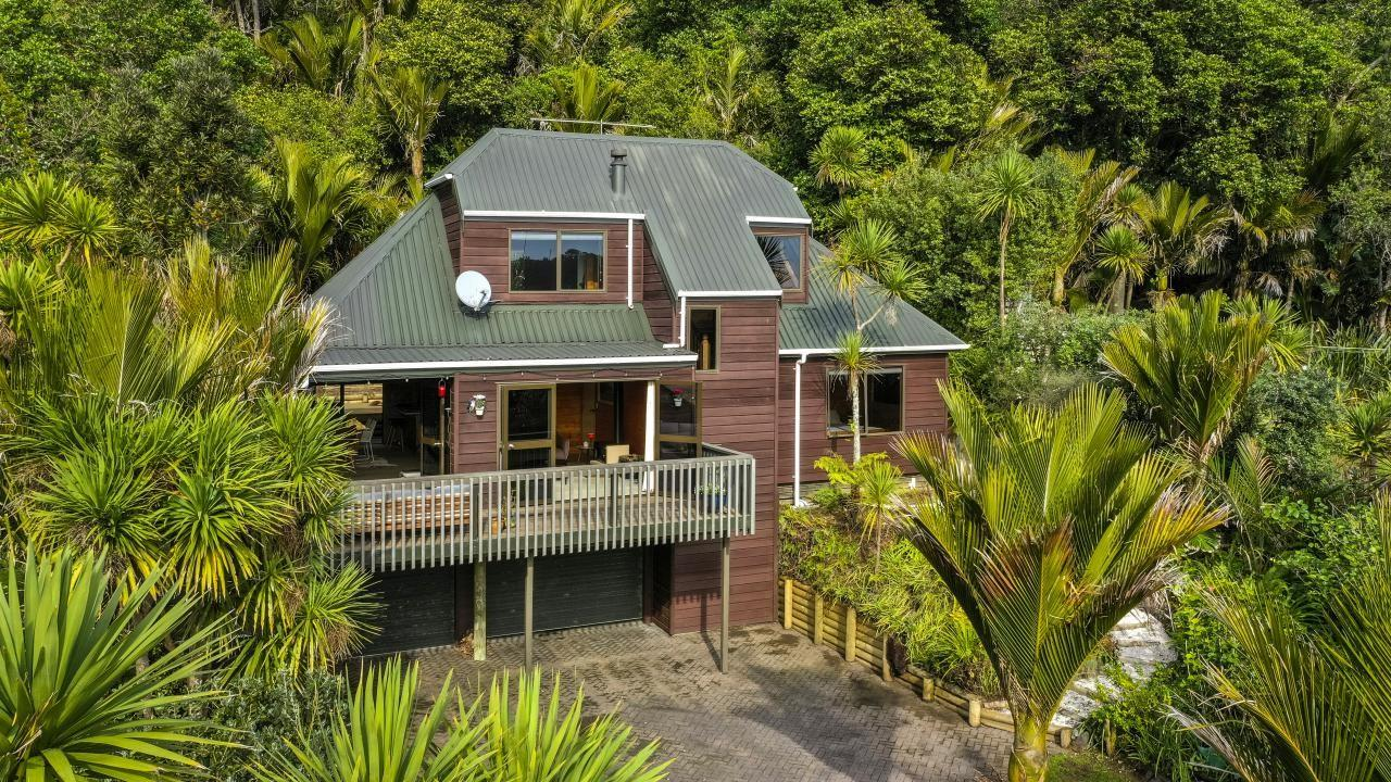 232 Motutara Road, Muriwai Beach