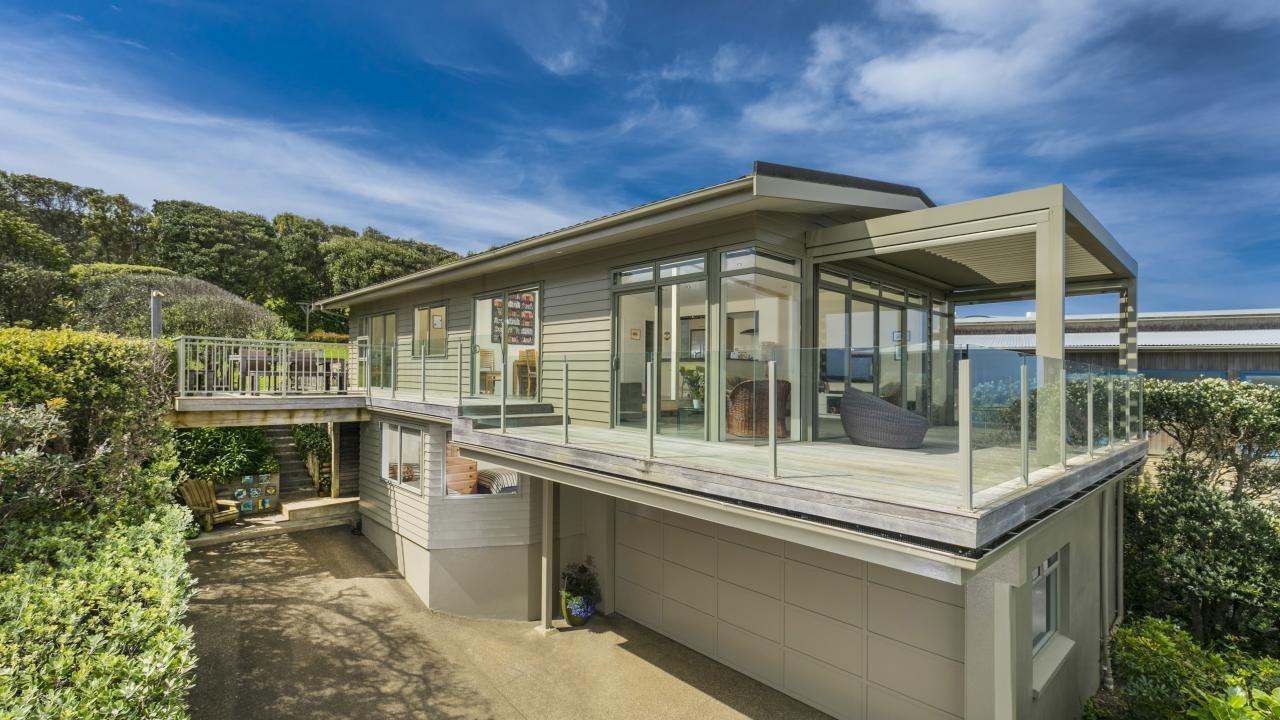 42 Waitea Road, Muriwai Beach