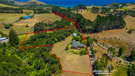 562 Oaia Road, Muriwai Beach