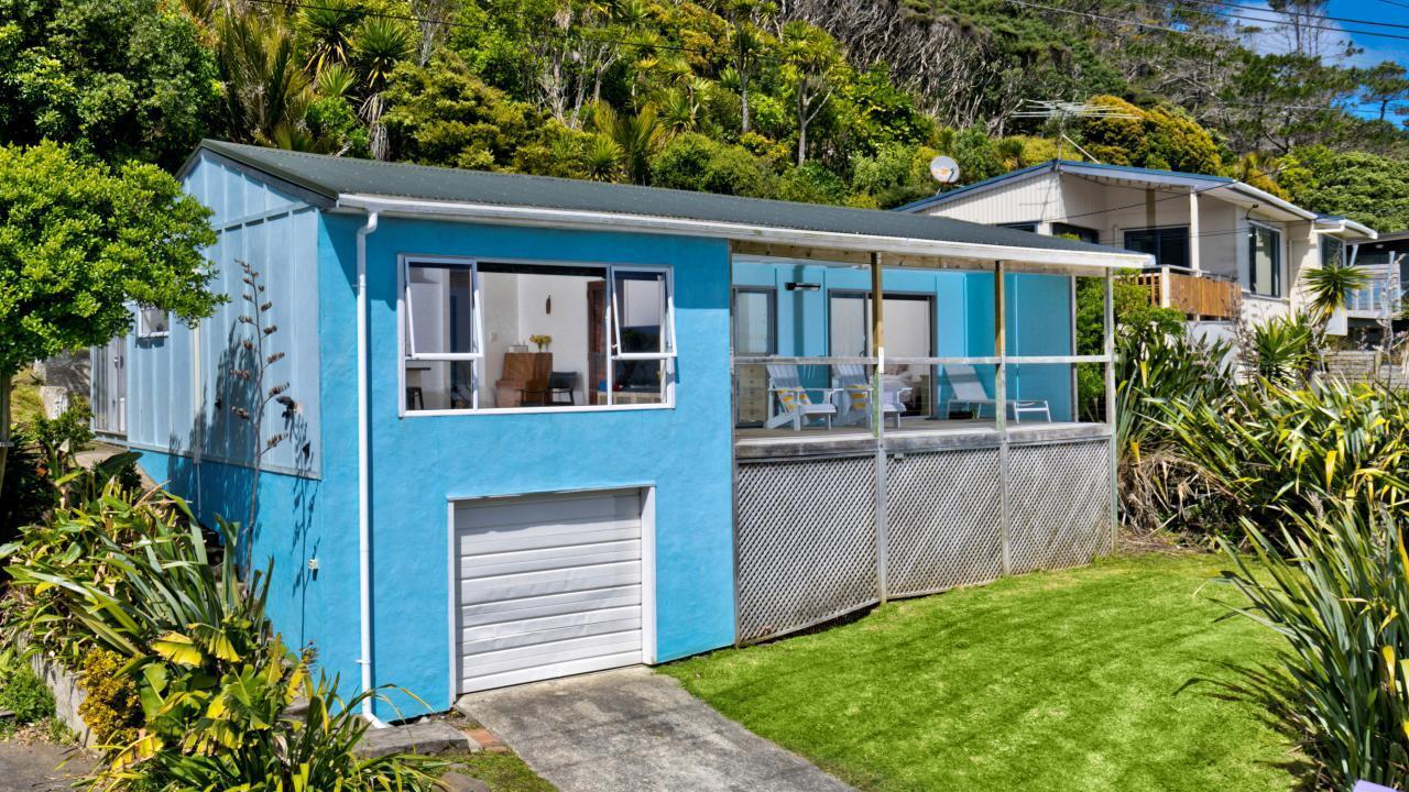 83 Domain Crescent, Muriwai Beach