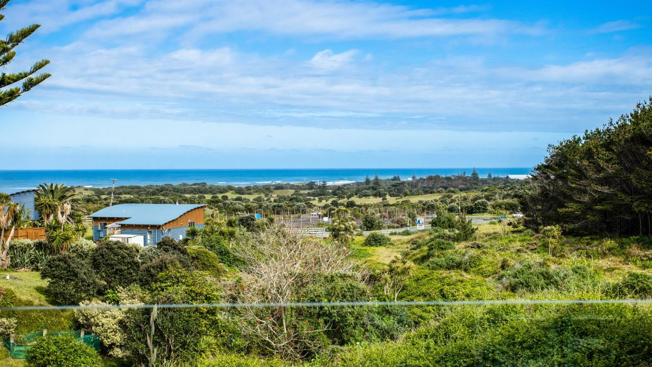 311 Motutara Road, Muriwai Beach