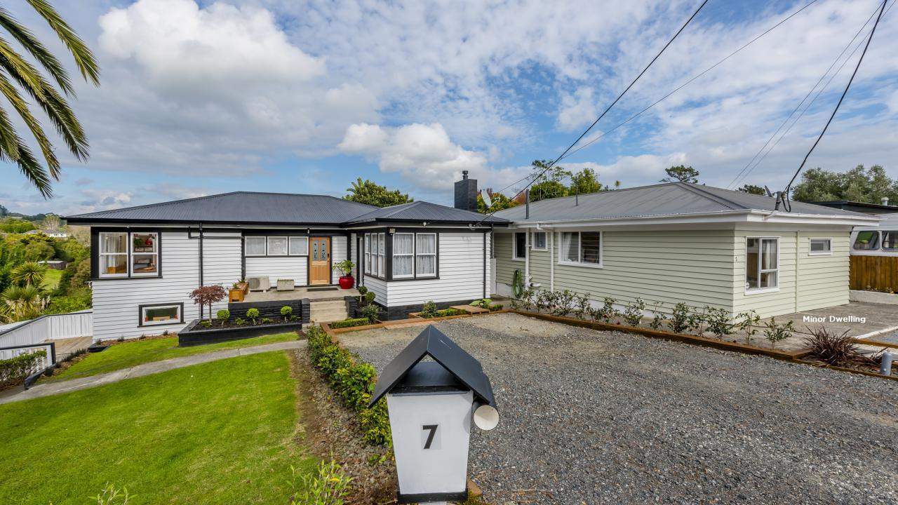 7 and 7a McLeod Street, Helensville