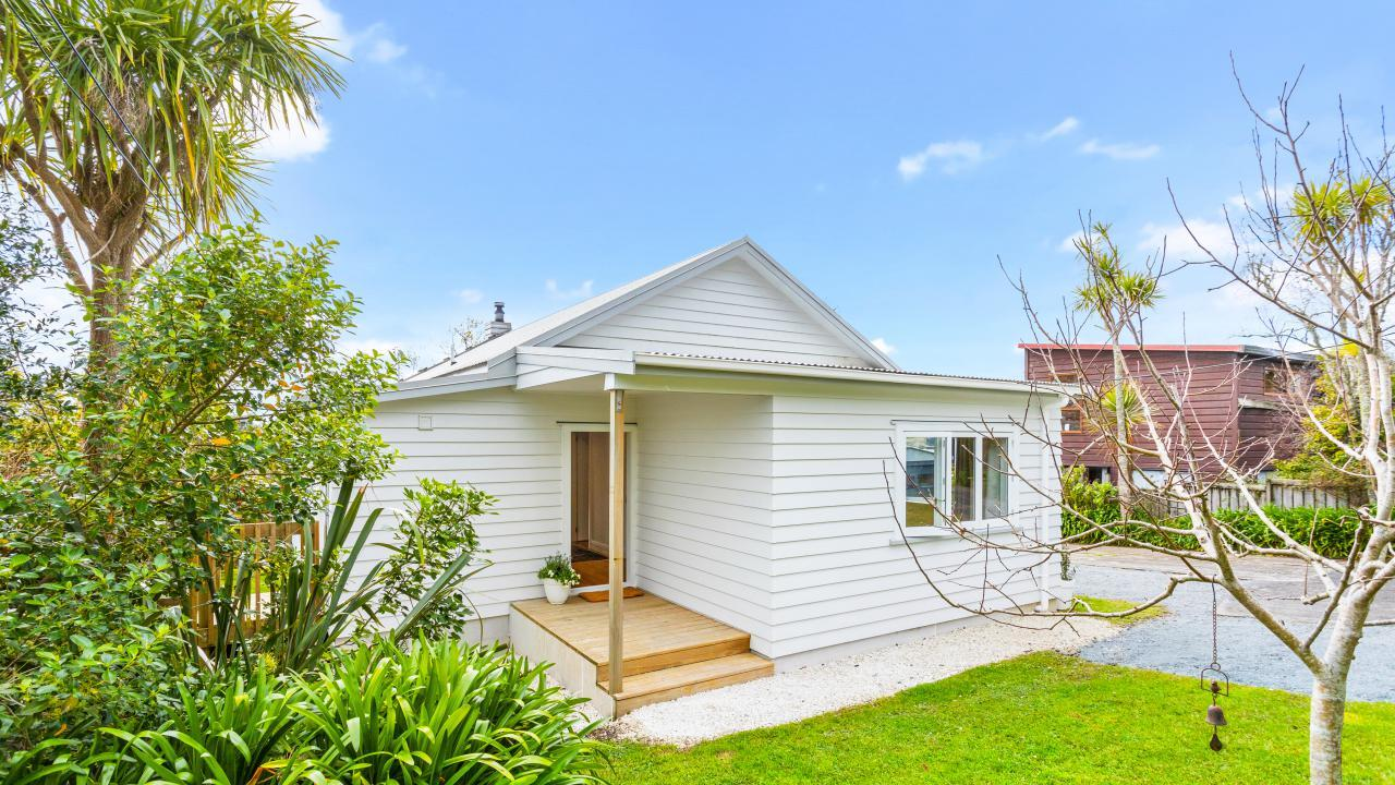 226 Upper Harbour Drive, Greenhithe
