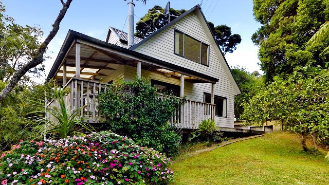 15 Kilgour Terrace, Huia