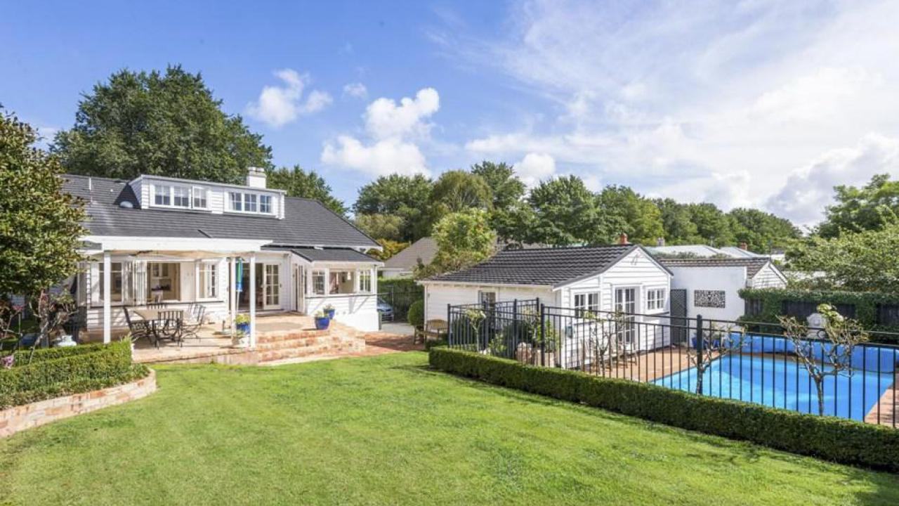 executive home heated swimming pool and empire road 17 empire road epsom
