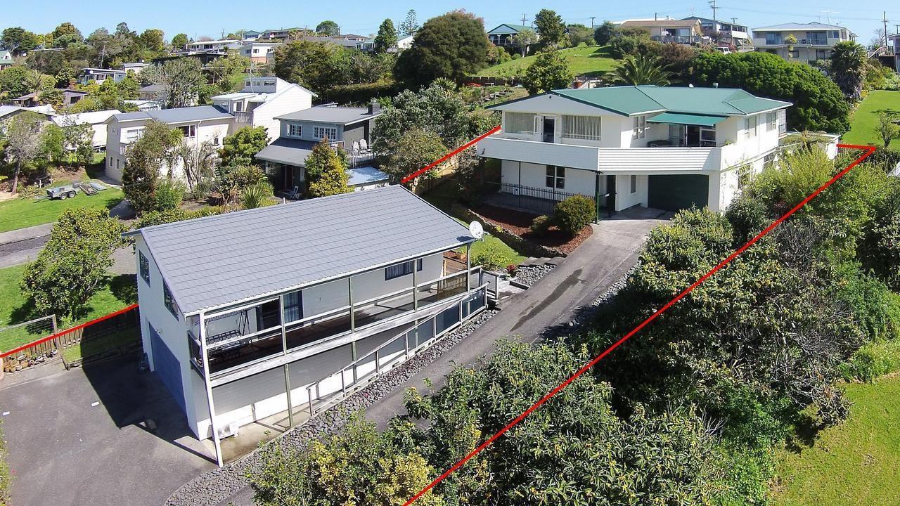 8 Maori Hut Road, Red Beach