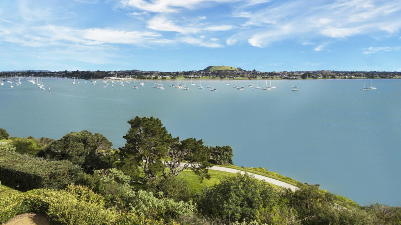 Additional photo for property listing at Luxury Waterfront Apartments... New Zealand