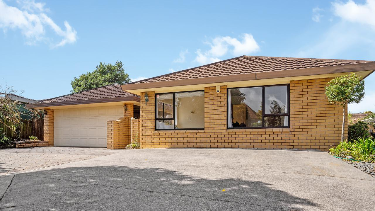 3 Voltaire Court, Botany Downs