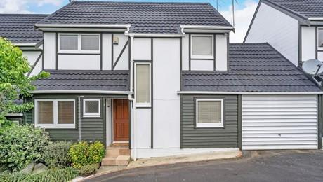 2/23 Cleary Road, Panmure