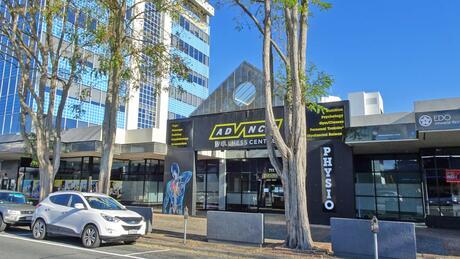 711 Victoria Street Central, Hamilton Central