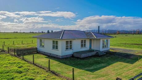 851 State Highway 25, Waitakaruru