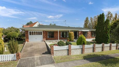 4 Perindale Drive, Chartwell