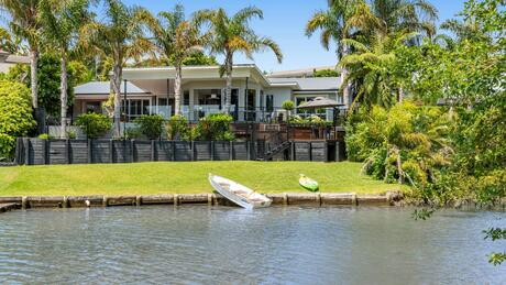 56 Wallace Road, Western Bop Surrounds