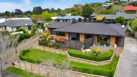 6 Ashmore Drive, Frankleigh Park
