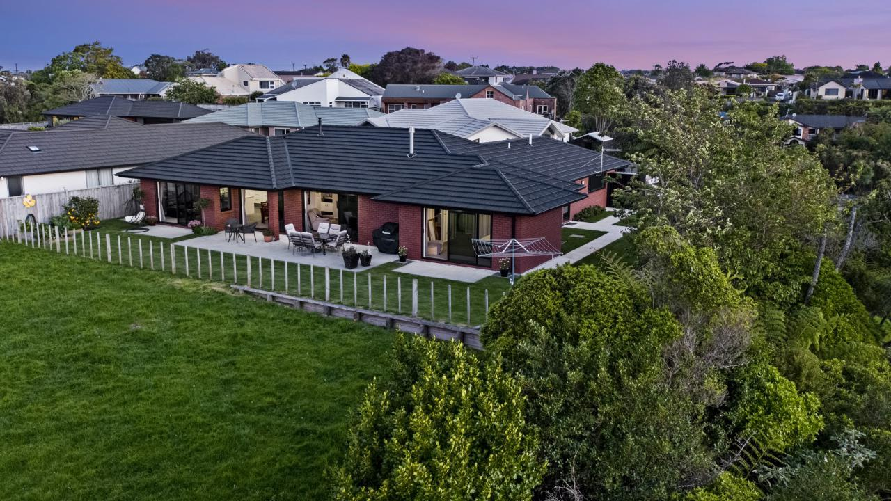 8 Greenridge Lane, Merrilands