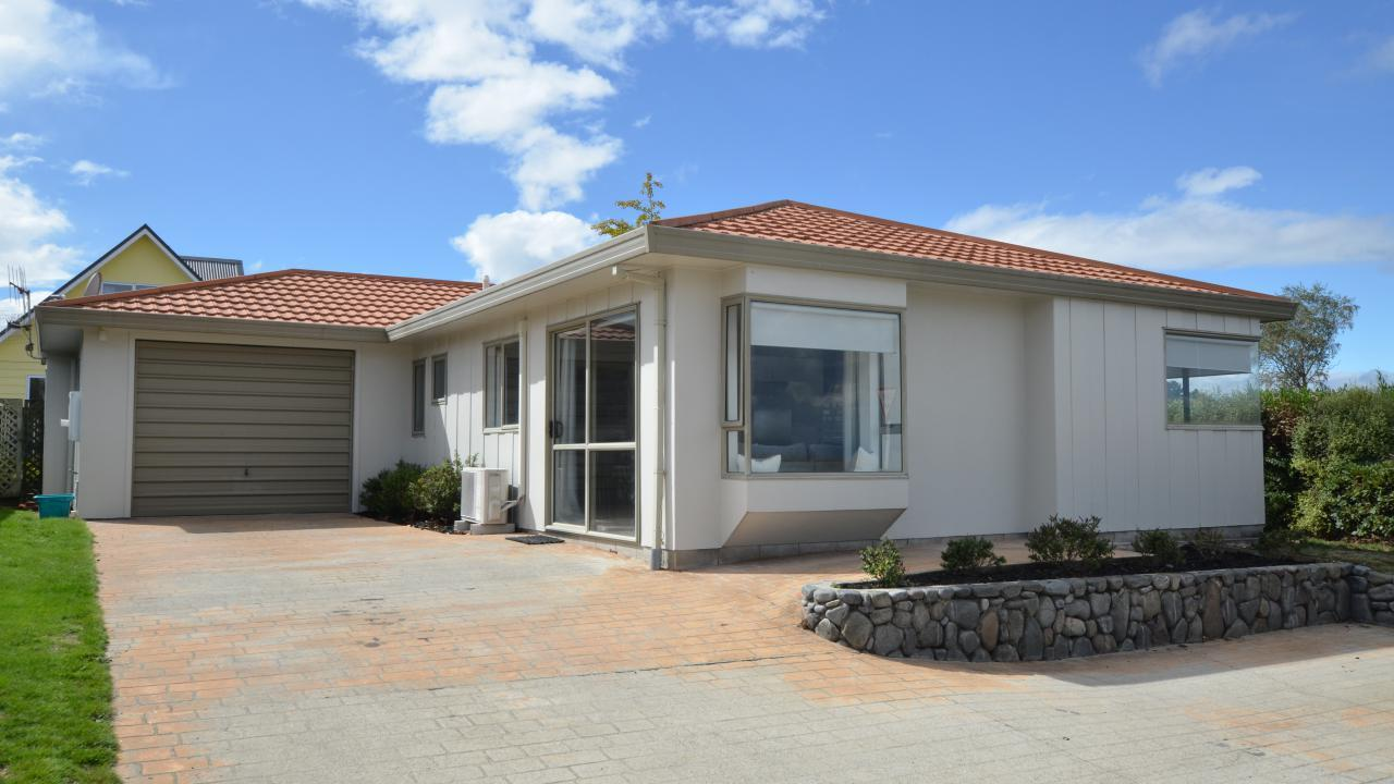 1 Brentwood Avenue, Nukuhau