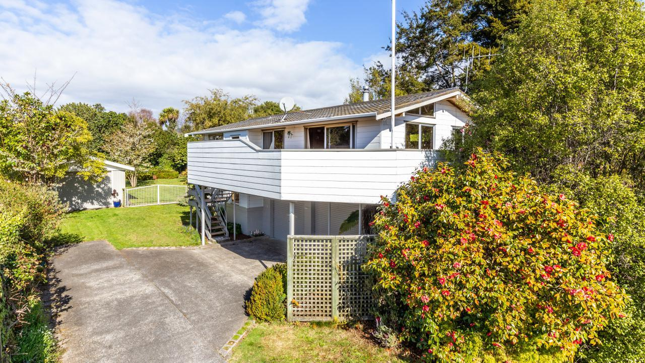 10 Gradwell Place, Two Mile Bay