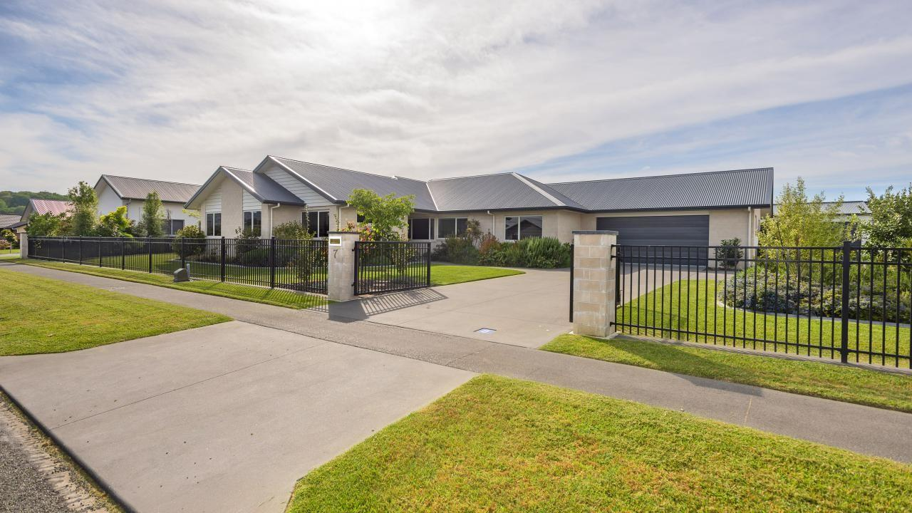 7 Fisher Place, Lytton West