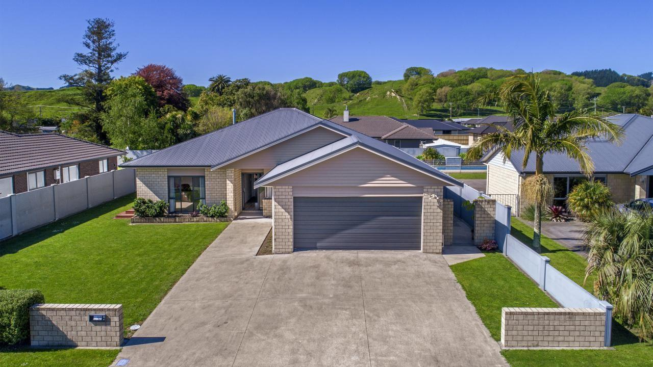 39 Sterling Park, Lytton West