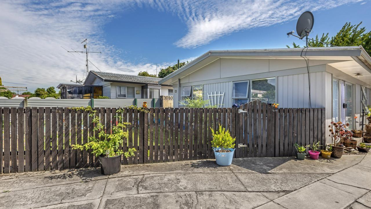 1 and 2/282 Aberdeen Road, Gisborne