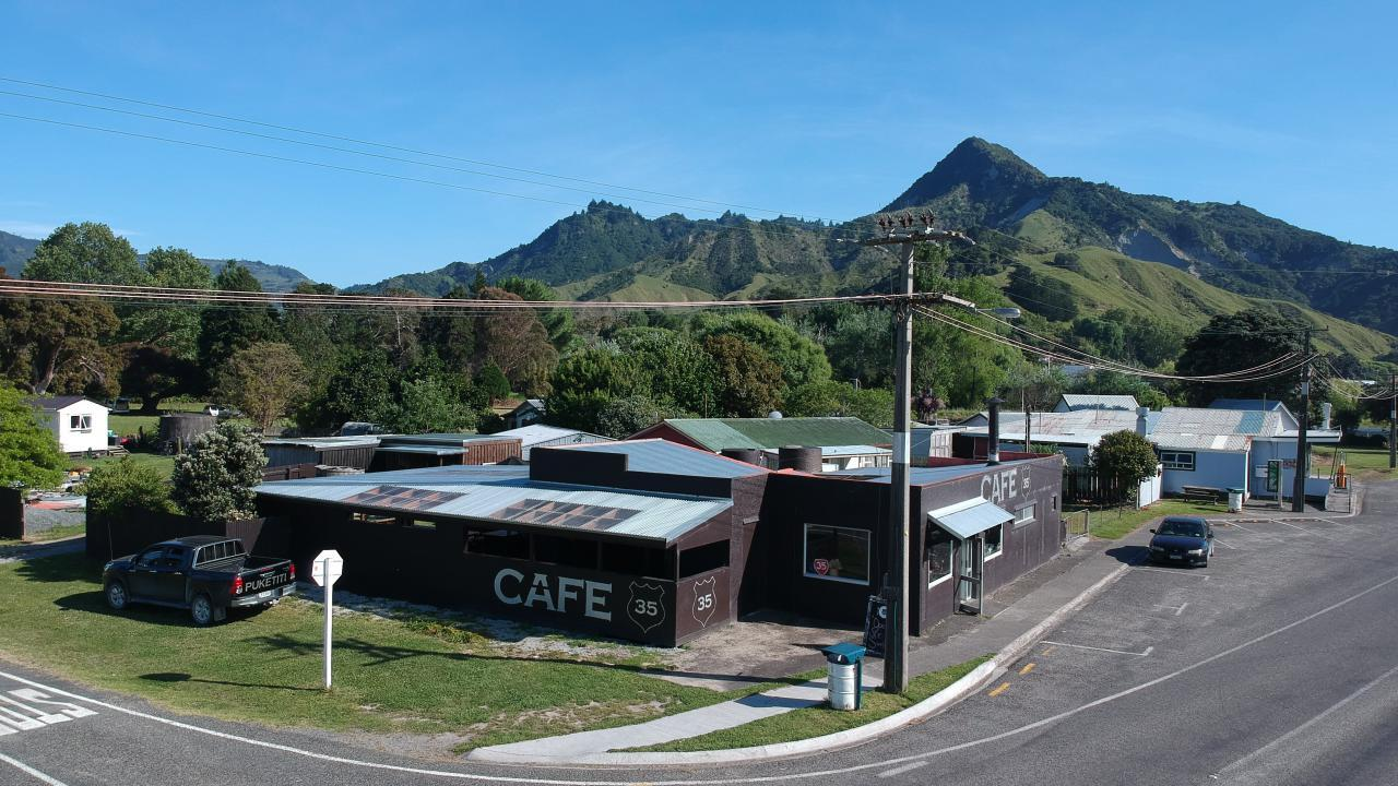 41 Waitangi Street (Cafe 35), Tokomaru Bay