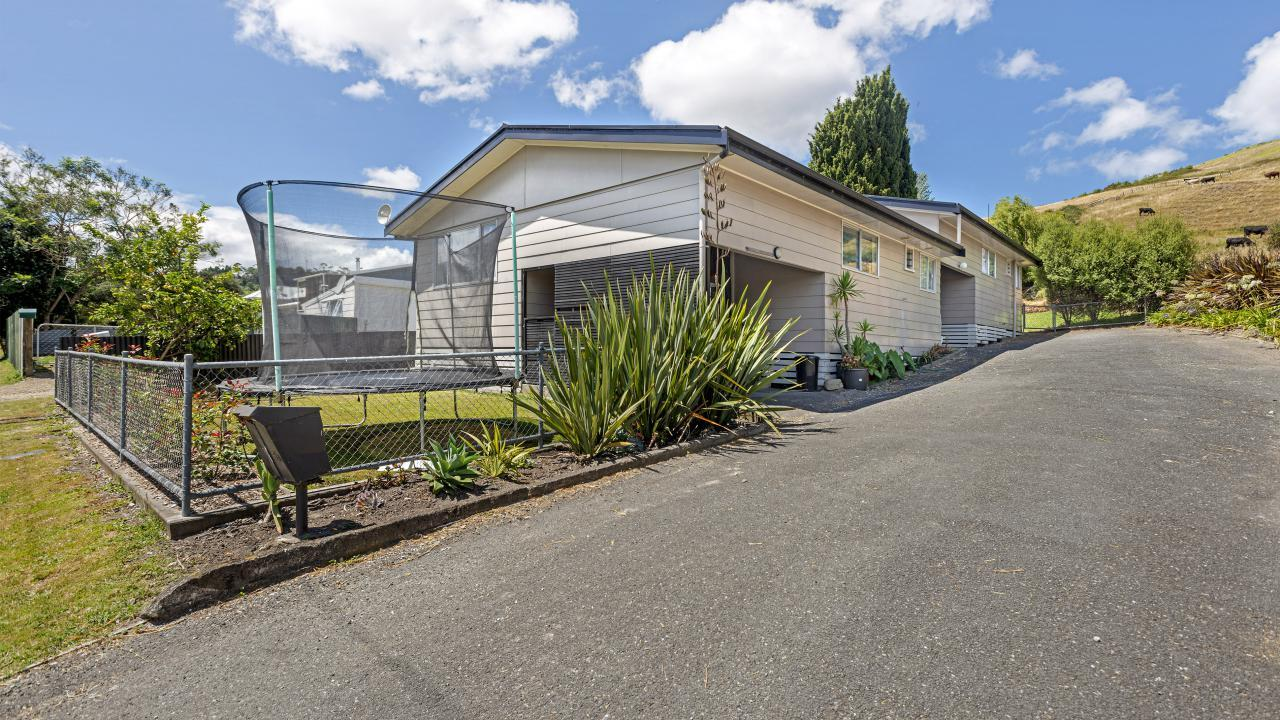 5a and 5b Lyell Road, Outer Kaiti