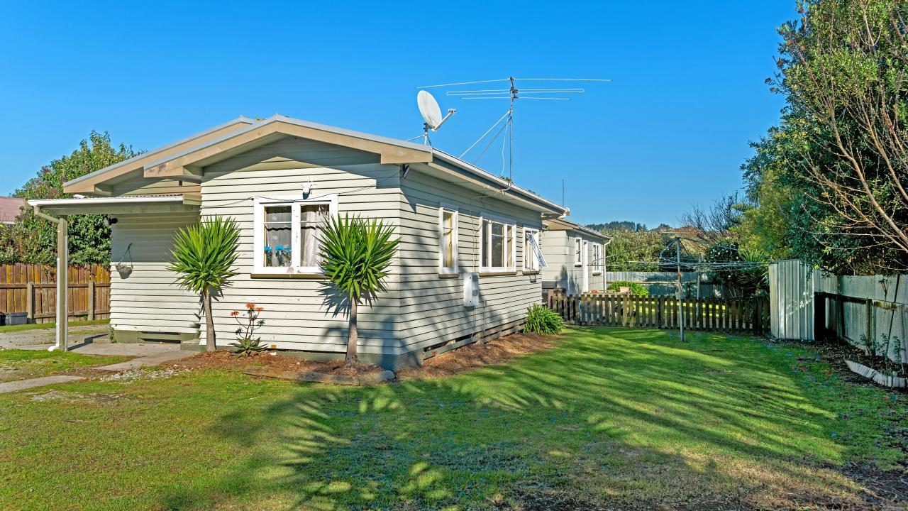 15a and 15b Martin Road, Outer Kaiti