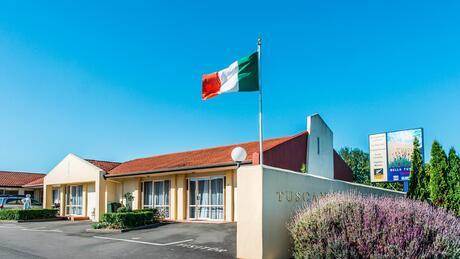 Bella Tuscany Motel, Pirimai