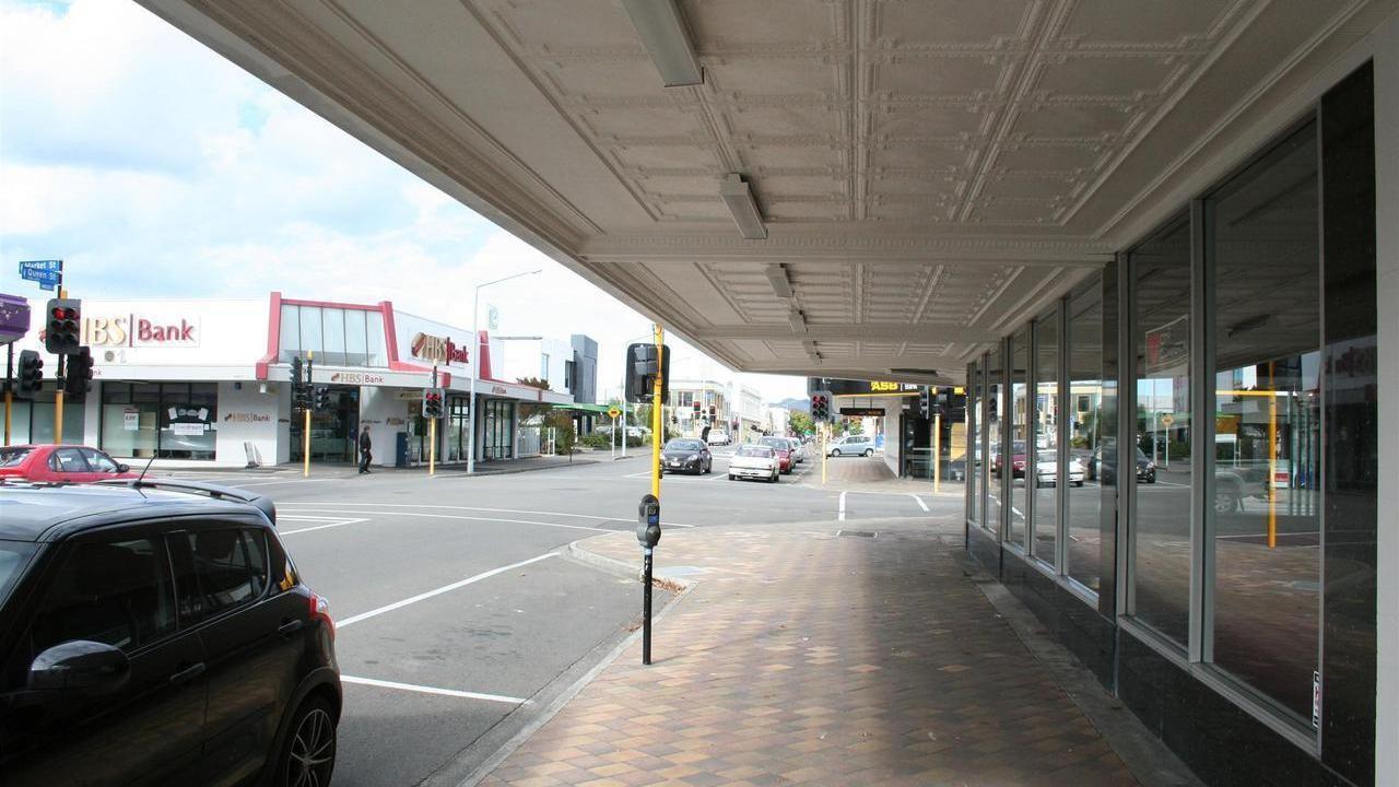 200 Queen Street West, Hastings