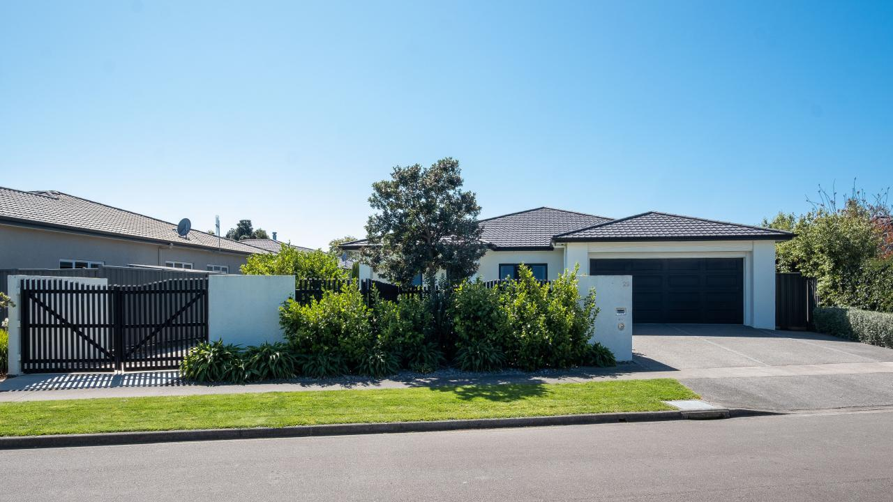 29 Heynes Place, Clive